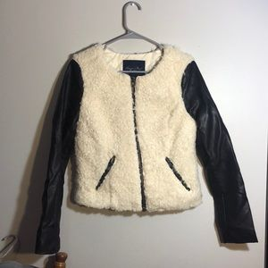 AMERICAN EAGLE OUTFITTERS leather and fur jacket